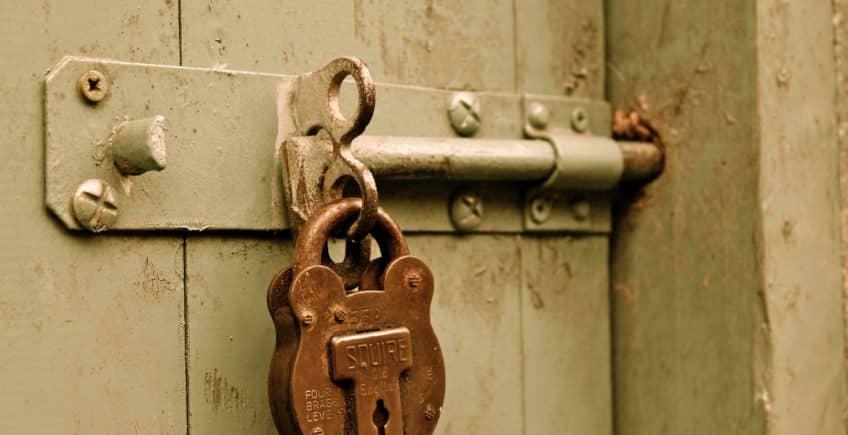 Remise en état d'une porte par un serrurier sur Lyon