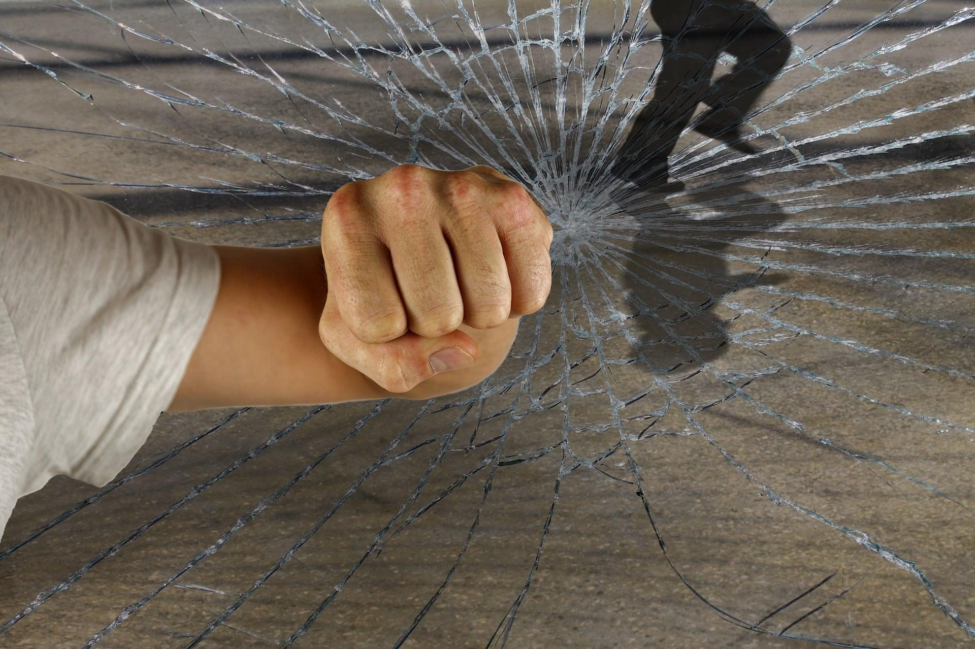 Réparation d'une boutique vandalisée par un serrurier à Lyon