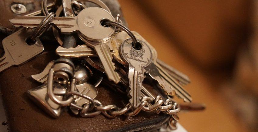 bloqué dehors sans clé? contacter un serrurier de Lyon