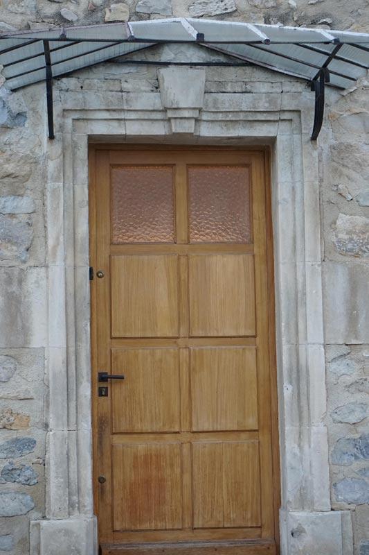 Confier la rénovation de votre porte à un serrurier Lyon