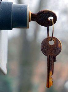 Serrure et clés rouillées sur Lyon