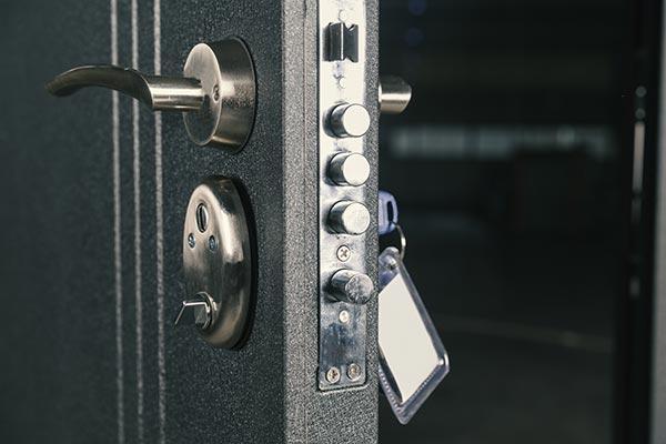 serrurier à lyon pour l'installation de porte blindée